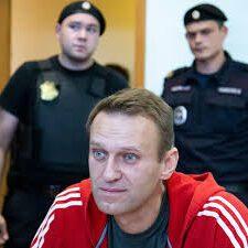 navalnogo-arestovaly-na-mesyatz