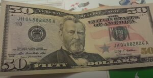 centrobank-rasskazal-i-rekordnom-chisle-poddelnih-dollarov-za-poslednie-10-let